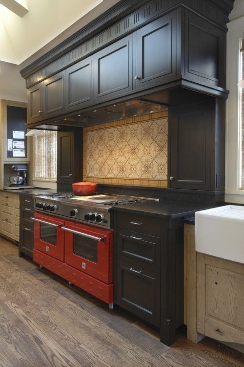 Red Range U2013 Dark Cabinets, Lighter Flooru2026 I Love The Black Cabinets Around  The