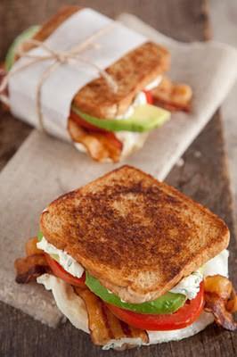 Fried egg, avocado, bacon and tomato sandwichApplePins.com