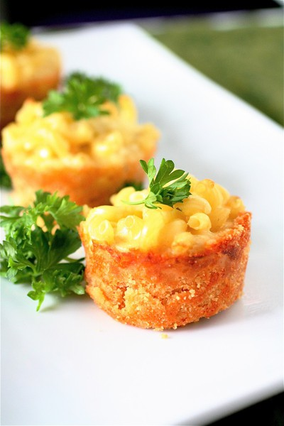 Mini macaroni and cheese cups