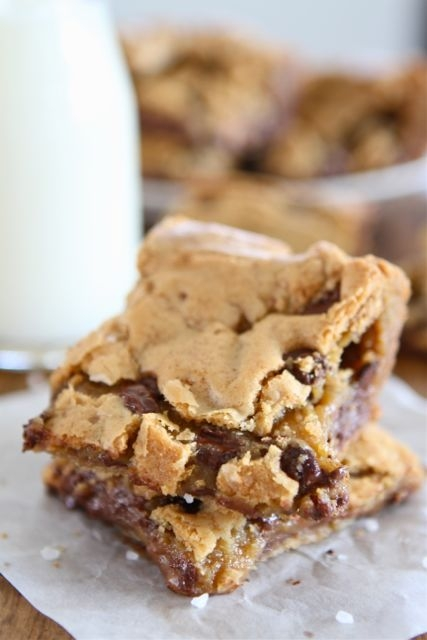 Chocolate Chip Salted Caramel Cookie BarsApplePins.com