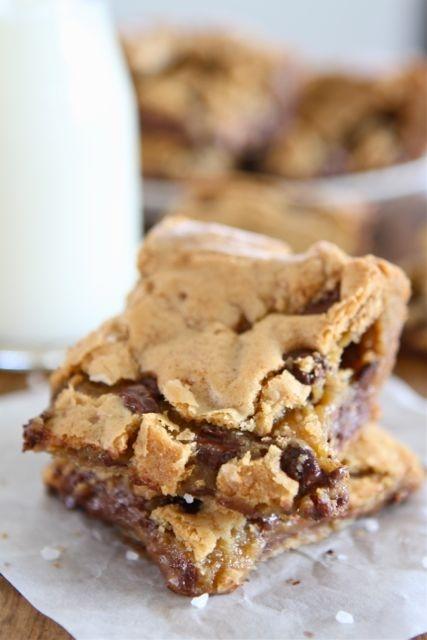 Chocolate Chip Salted Caramel Cookie BarsApplePins.com