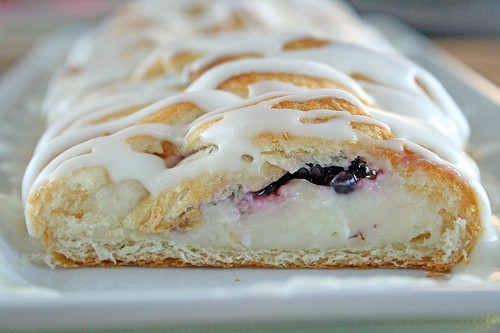 Easy Blackberry Cheese Danish using Crescent Rolls.ApplePins.com