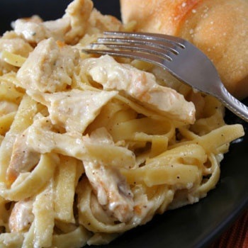CrockPot Cream Cheese Chicken SpaghettiApplePins.com