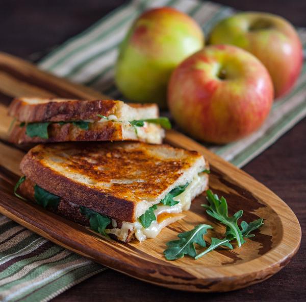 Grilled Apple and Gruyere Cheese SandwichApplePins.com