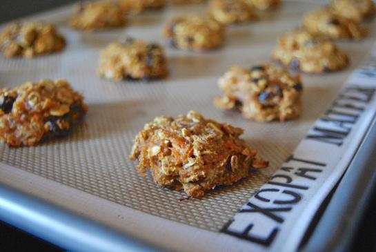 Healthy Carrot Almond CookiesApplePins.com
