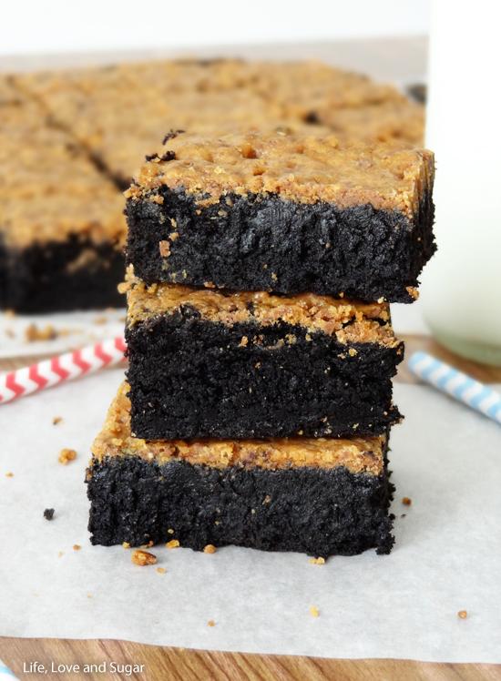 Brownies with Crunchy Butterfinger CrustApplePins.com