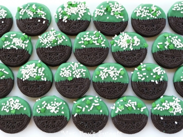 St. Patrick's Day Dipped Oreo's
