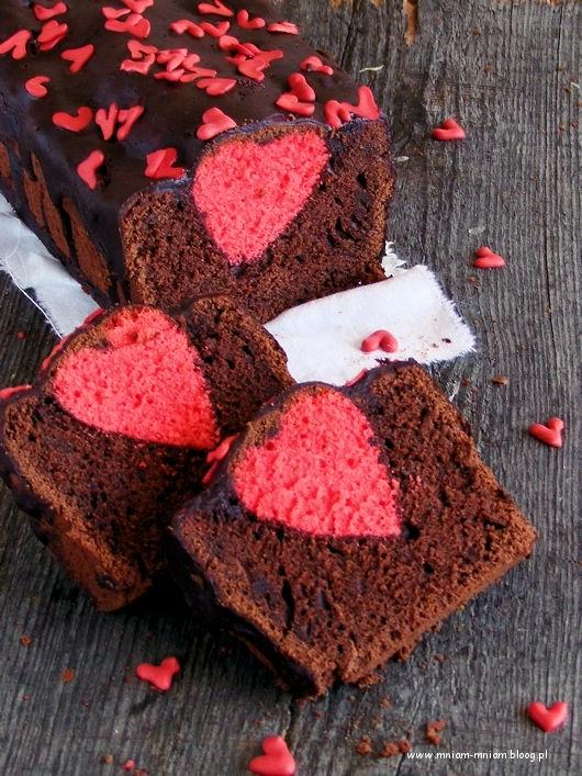Sponge cake with a heart