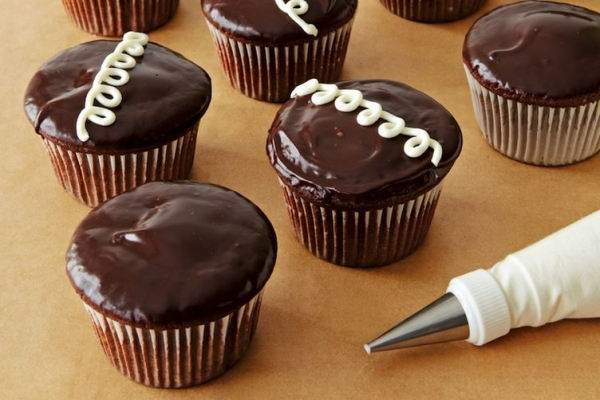 Easy New And Improved Hostess Cupcakes Recipe